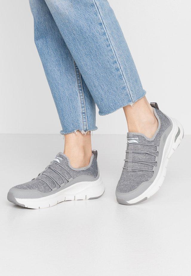 ARCH FIT - Nazouvací boty - gray/white