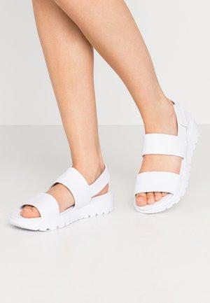 CALI - Sandaalit nilkkaremmillä - white