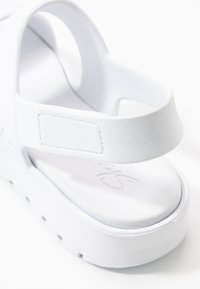 Skechers Sport - CALI - Sandaalit nilkkaremmillä - white - 2
