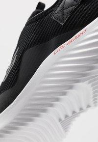 Skechers Sport - BOUNDER - Sneakersy niskie - black/white - 5