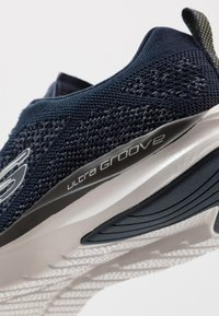 Skechers Sport - ULTRA GROOVE - Trainers - navy - 5