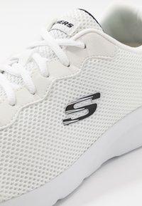 Skechers Sport - DYNAMIGHT 2.0 - Sneakersy niskie - white - 5
