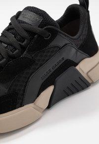 Skechers Sport - BLOCK - Trainers - black/tan - 6