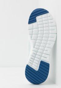 Skechers Sport - FLEX ADVANTAGE 3.0 - Sneakersy niskie - white/blue - 4