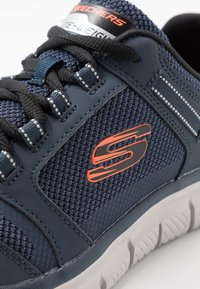 Skechers Sport - TRACK - Sneakersy niskie - navy/orange - 5