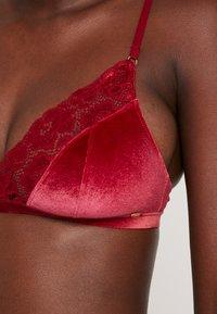 Skiny - DREAM SOFT - Trojúhelníková podprsenka - rubin red - 5