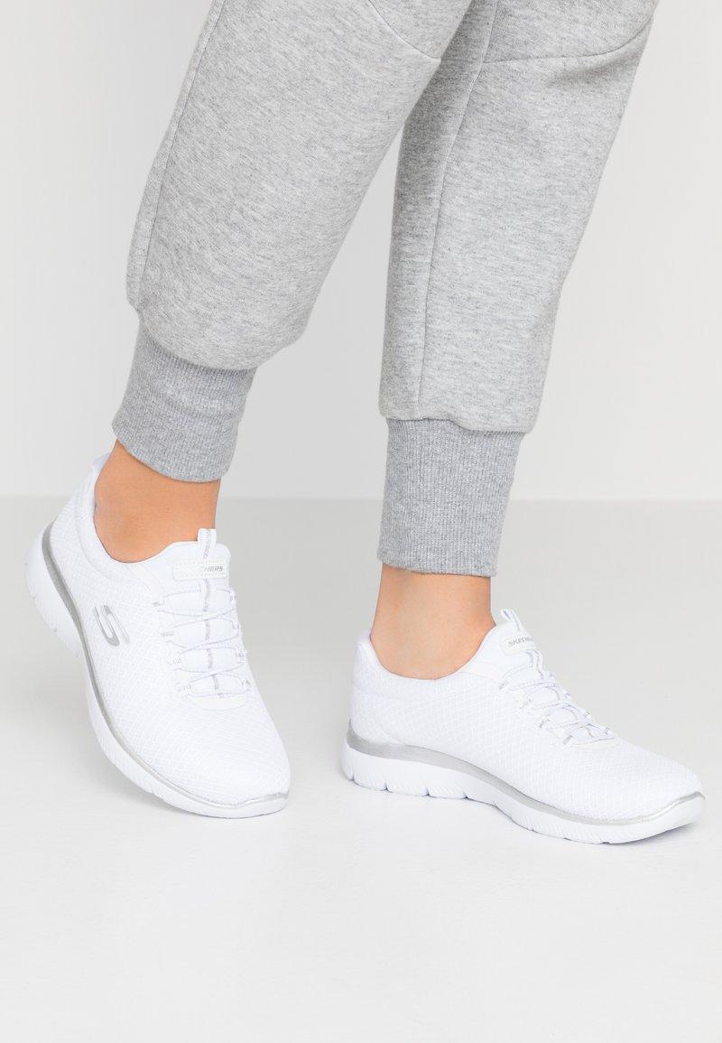 Skechers Wide Fit - WIDE FIT SUMMITS - Loaferit/pistokkaat - white/silver