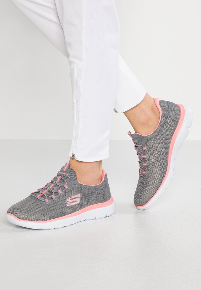 SUMMITS - Sneakers laag - grey/pink