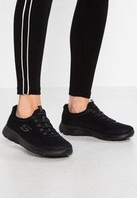Skechers Wide Fit - SUMMITS - Sneakers laag - black - 0
