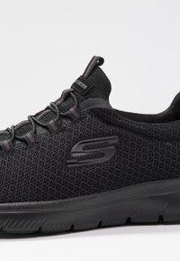 Skechers Wide Fit - SUMMITS - Sneakers laag - black - 2