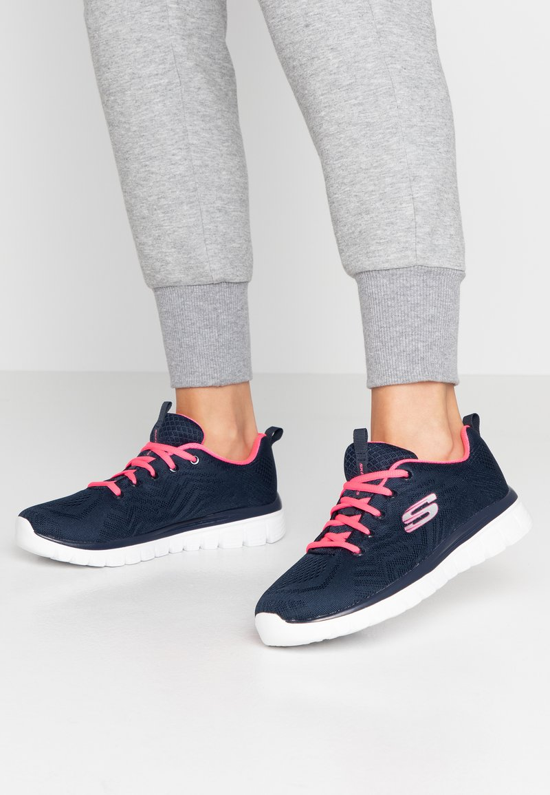 Skechers Wide Fit - WIDE FIT GRACEFUL - Sneakers laag - navy/hot pink