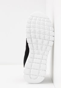 Skechers Wide Fit - GRACEFUL WIDE FIT - Sneakers laag - black/white - 6
