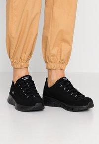 Skechers Wide Fit - SYNERGY 3.0 - Sneakers laag - black - 0