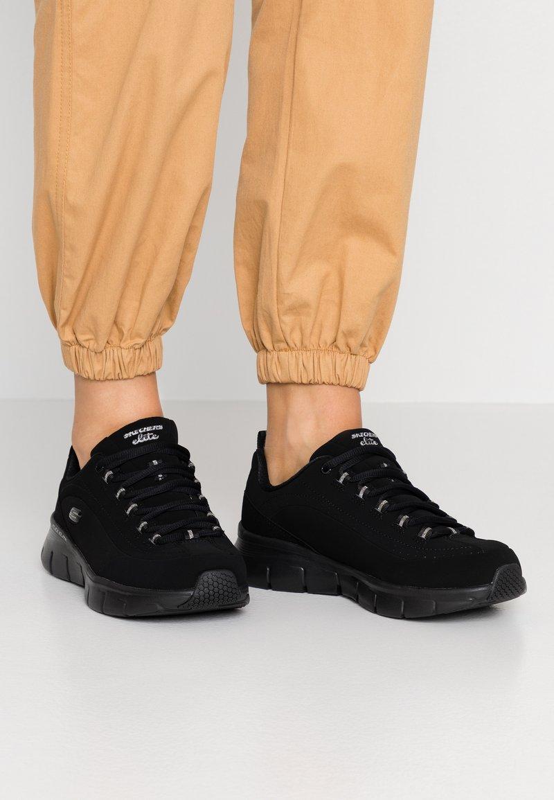 Skechers Wide Fit - SYNERGY 3.0 - Sneakers laag - black