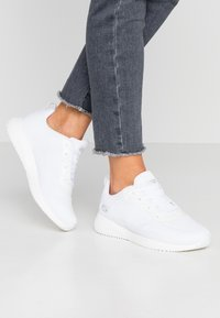 Skechers Wide Fit - BOBS SQUAD - Sneakers laag - white - 0