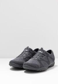 Skechers Wide Fit - BREATHE-EASY - Zapatillas - charcoal/gray - 4