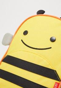 Skip Hop - ZOO LET BEE - Reppu - yellow/black - 2