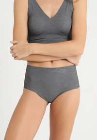 Sloggi - ZERO-FEEL NATURAL HIGHWAIST BRIEF - Slip - black - 0