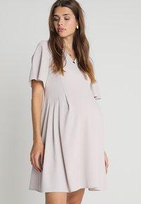 Slacks & Co. - FLUTTER DRESS - Vapaa-ajan mekko - dove grey - 0