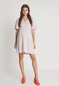 Slacks & Co. - FLUTTER DRESS - Vapaa-ajan mekko - dove grey - 1