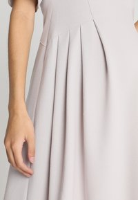 Slacks & Co. - FLUTTER DRESS - Vapaa-ajan mekko - dove grey - 5