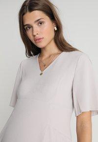 Slacks & Co. - FLUTTER DRESS - Vapaa-ajan mekko - dove grey - 3