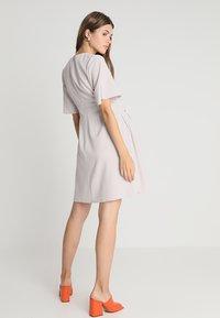Slacks & Co. - FLUTTER DRESS - Vapaa-ajan mekko - dove grey - 2