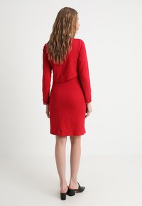 Slacks & Co. - ASSYMETRIC LAYER DRESS - Žerzejové šaty - red