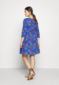 Slacks & Co. - AVERY - Day dress - floral leaf blue - 2
