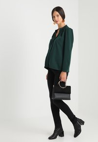 Slacks & Co. - PUFF SHOULDER V NECK BLOUSE - Pusero - emerald green - 1