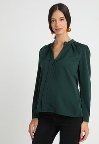 Slacks & Co. - PUFF SHOULDER V NECK BLOUSE - Pusero - emerald green - 0