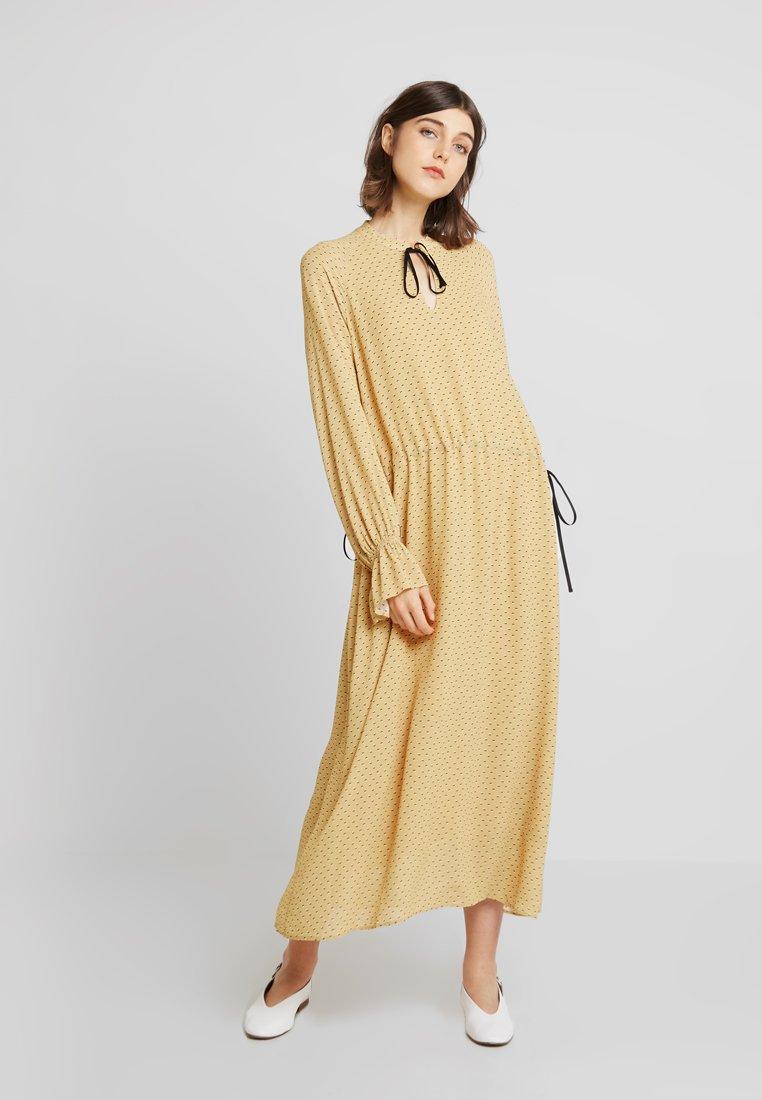 Storm & Marie - AILEEN - Długa sukienka - yellow