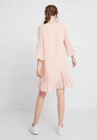 Storm & Marie - SHADY - Sukienka letnia - peach melba - 2