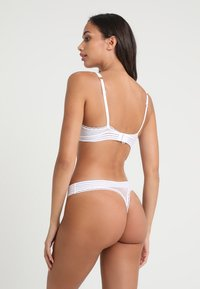 Stella McCartney Lingerie - STELLA CONTOUR PLUNGE - Push up -rintaliivit - white