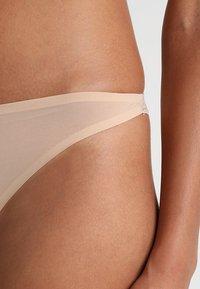 Stella McCartney Lingerie - SMOOTH THONG - Stringit - nude - 4