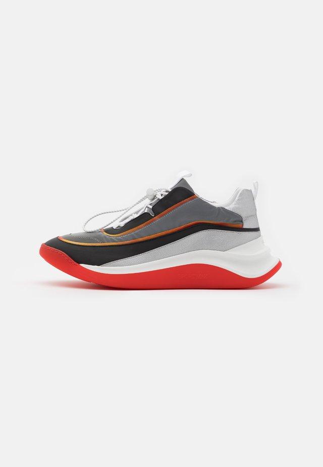 FLIPPER - Sneakers laag - arancio