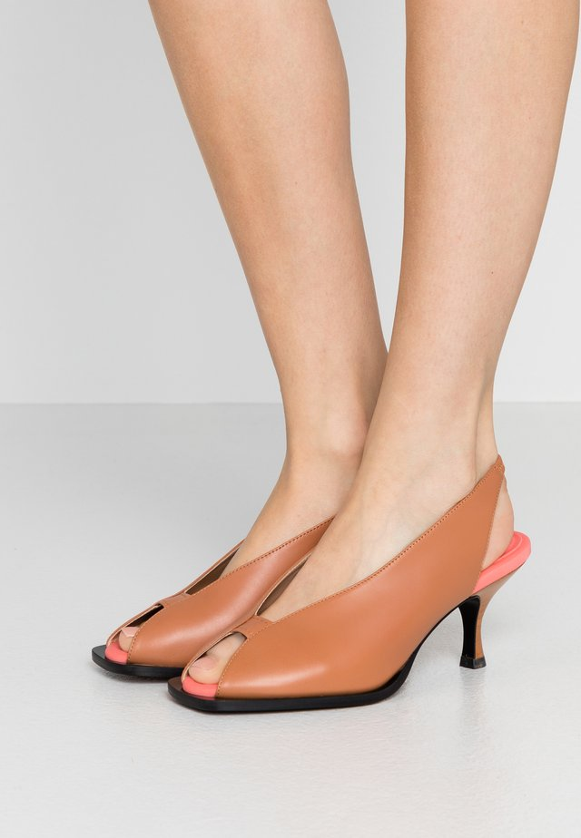 FORMICA - Peep toes - tan