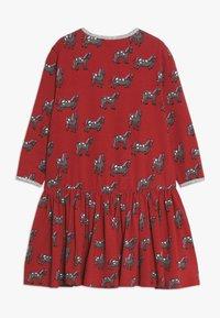 Småfolk - DRESS WITH HORSES - Vestito di maglina - dark red - 1