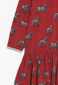 Småfolk - DRESS WITH HORSES - Jerseykleid - dark red - 3