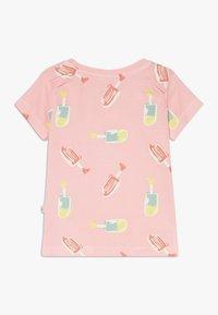 Smitten Organic - TEE BABY ZGREEN - Print T-shirt - powder pink - 1