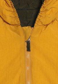 Smitten Organic - SNOW JACKET BABY  - Bunda zprachového peří - amber yellow/orion blue - 6