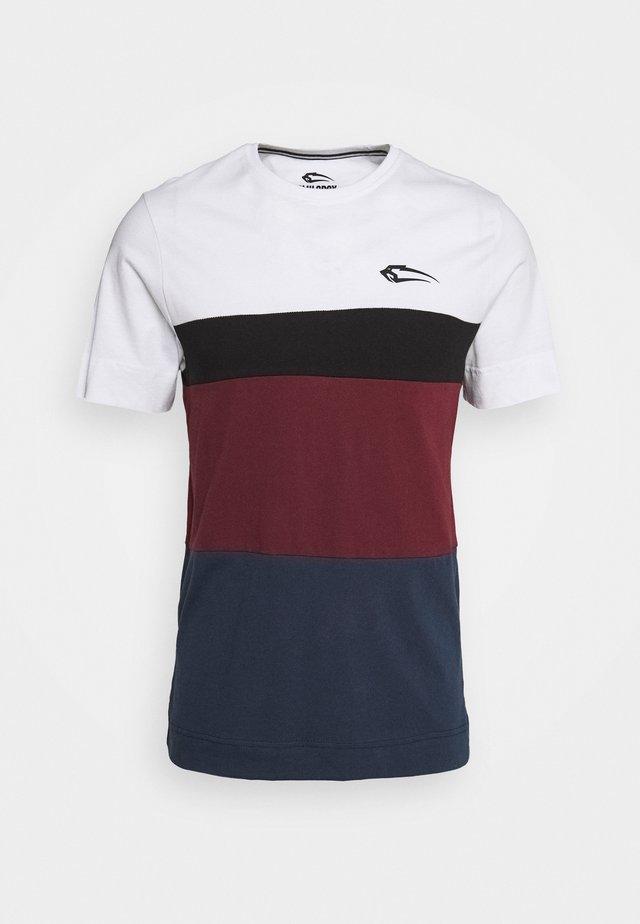UNITY REGULAR - T-shirt z nadrukiem - weiß/schwarz