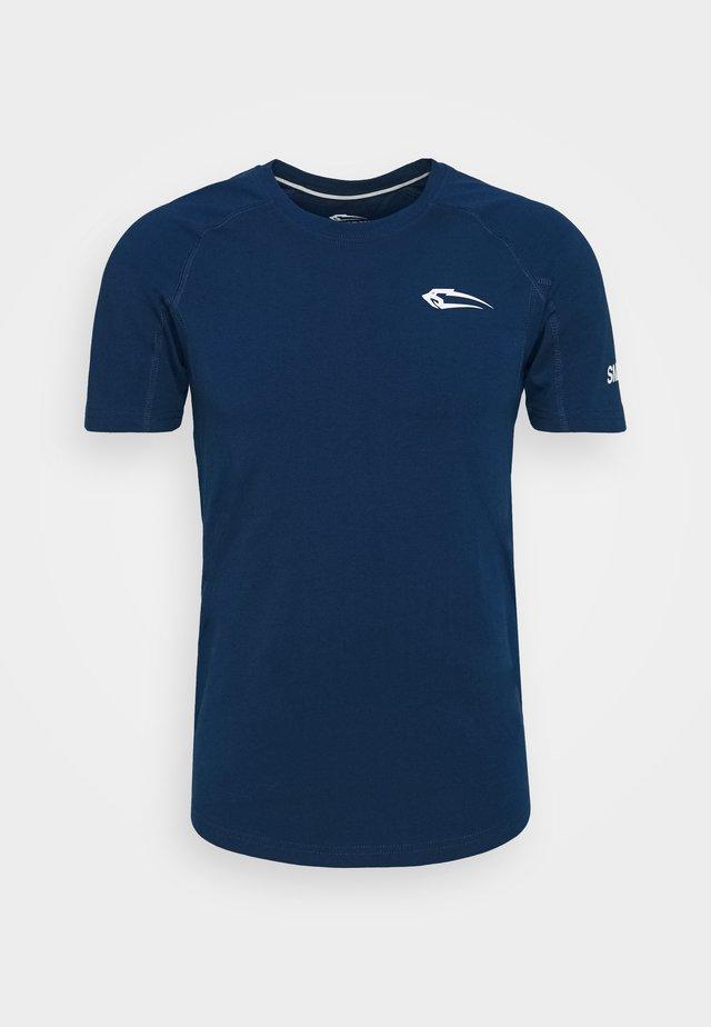 SLIM FIT - T-shirt z nadrukiem - blau