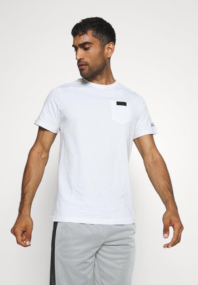 POCKET - Jednoduché triko - white