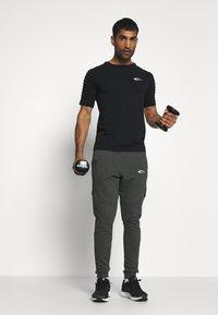Smilodox - HERREN JOGGINGHOSE - Teplákové kalhoty - anthrazit - 1