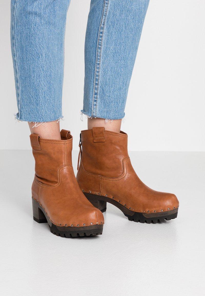 Softclox - INKEN - Platform ankle boots - cognac