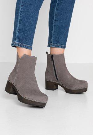 JAEMI - Classic ankle boots - grau