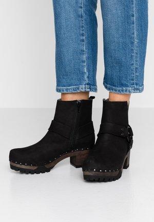 INDIA - Platform ankle boots - schwarz