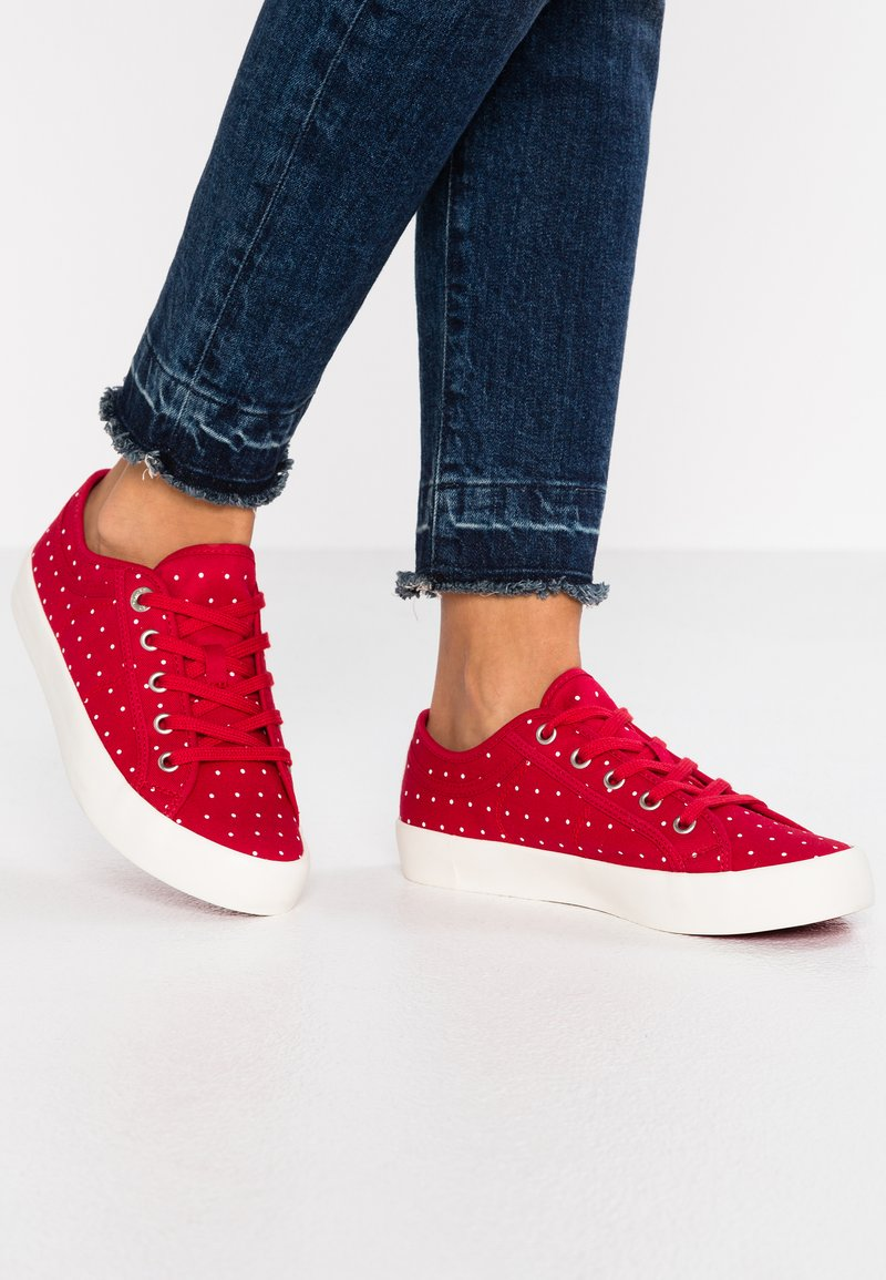 s.Oliver - Trainers - red
