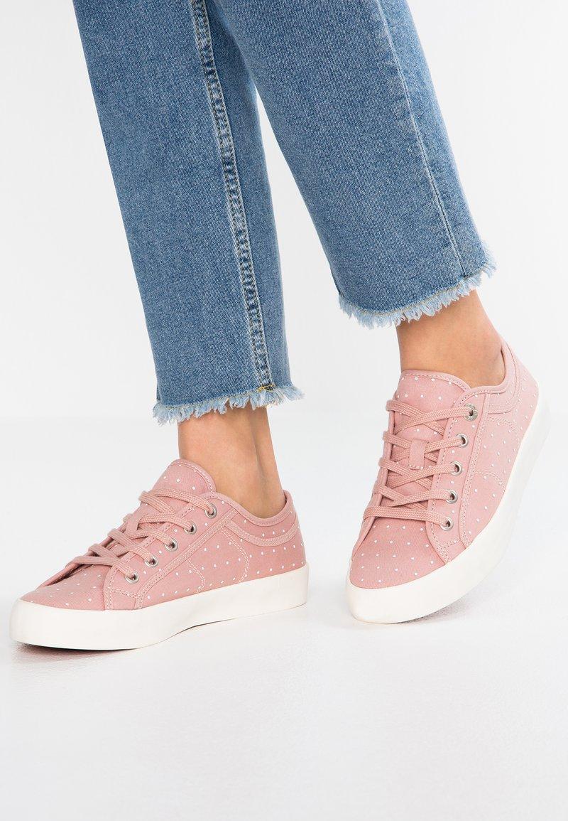 s.Oliver - Sneaker low - rose
